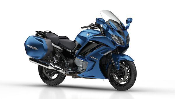 2018-Yamaha-FJR1300AE-EU-Phantom_Blue-Studio-001-03_Mobile.jpg