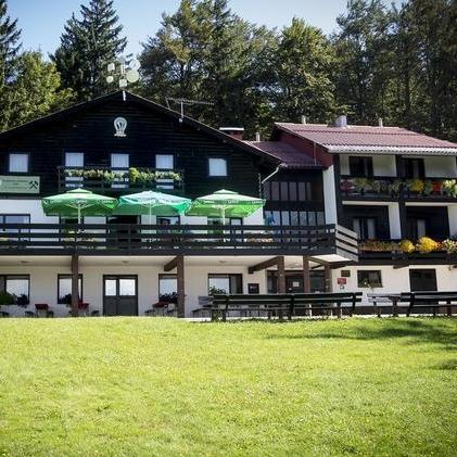 Planinski_dom_na_Kalu-1.jpeg